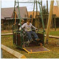 Rollstuhlfahrer-Schaukel