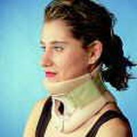 Philadelphia Collar mit Trachealöffnung