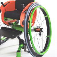Kniehebelbremse mit Bremsbedienung fest im Kleiderschutz integriert (Litty)