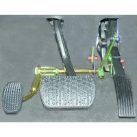 Zusatzpedale zum Gasgeben mit dem linken Fuß
