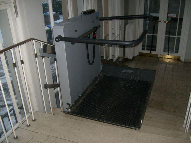 Treppenlift mit Plattform