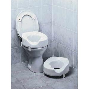 Toilettensitzerhöhung mit Arthrodesenausschnitt