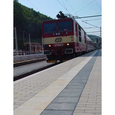 Begleitstreifen am Bahnsteig