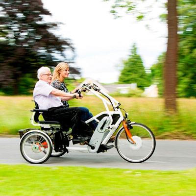 Orthros mit Begleitperson und Beifahrer