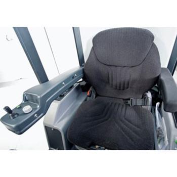 Hako-Citymaster 600, Fahrersitz mit in Armlehne integrierte Bedienung