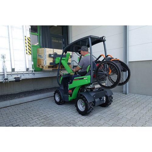 AVANT 225 - Rollstuhlhalterung