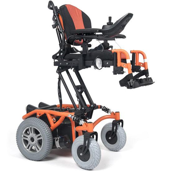 Springer mit ausgefahrenem Sitzlift