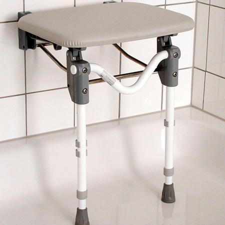 Duschklappsitz mit gepolsterter Sitzplatte