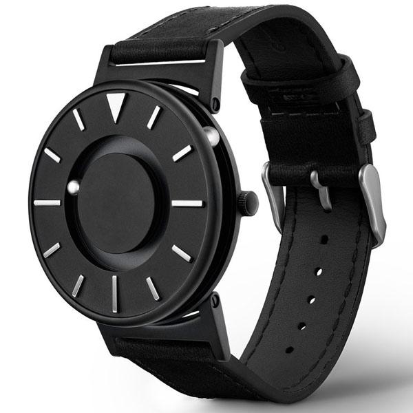 tastbare Armbanduhr im futuristischem Design