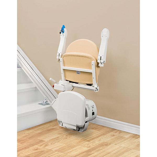 Sitz, Armlehnen und Fußstützen hochklappbar