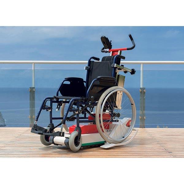Domino Slim, mit Rollstuhl beladen
