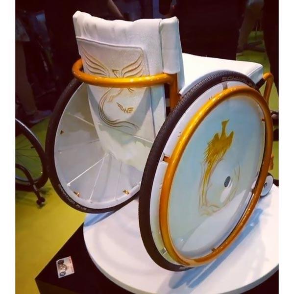 Hochzeit - Rollstuhl mit Stickerei auf dem Leder