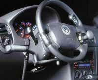 Handgerät für Gas und Bremse links hängend