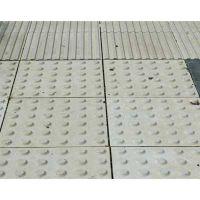 Bodenindikator: Noppen- und Rillenplatte